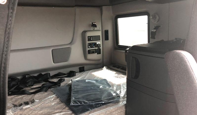 Tandem Axle Sleeper Cab full